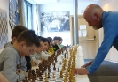 Franz Prinoth beim Simultanspiel gegen Grödner Jugendspieler - 8. April 2016